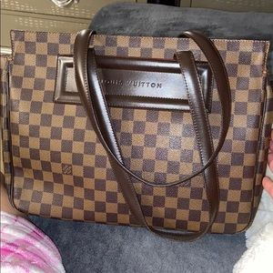 Louis Vuitton damier magnetic bag